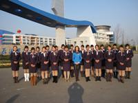 杨经理与学员于江苏海事学院门前合影