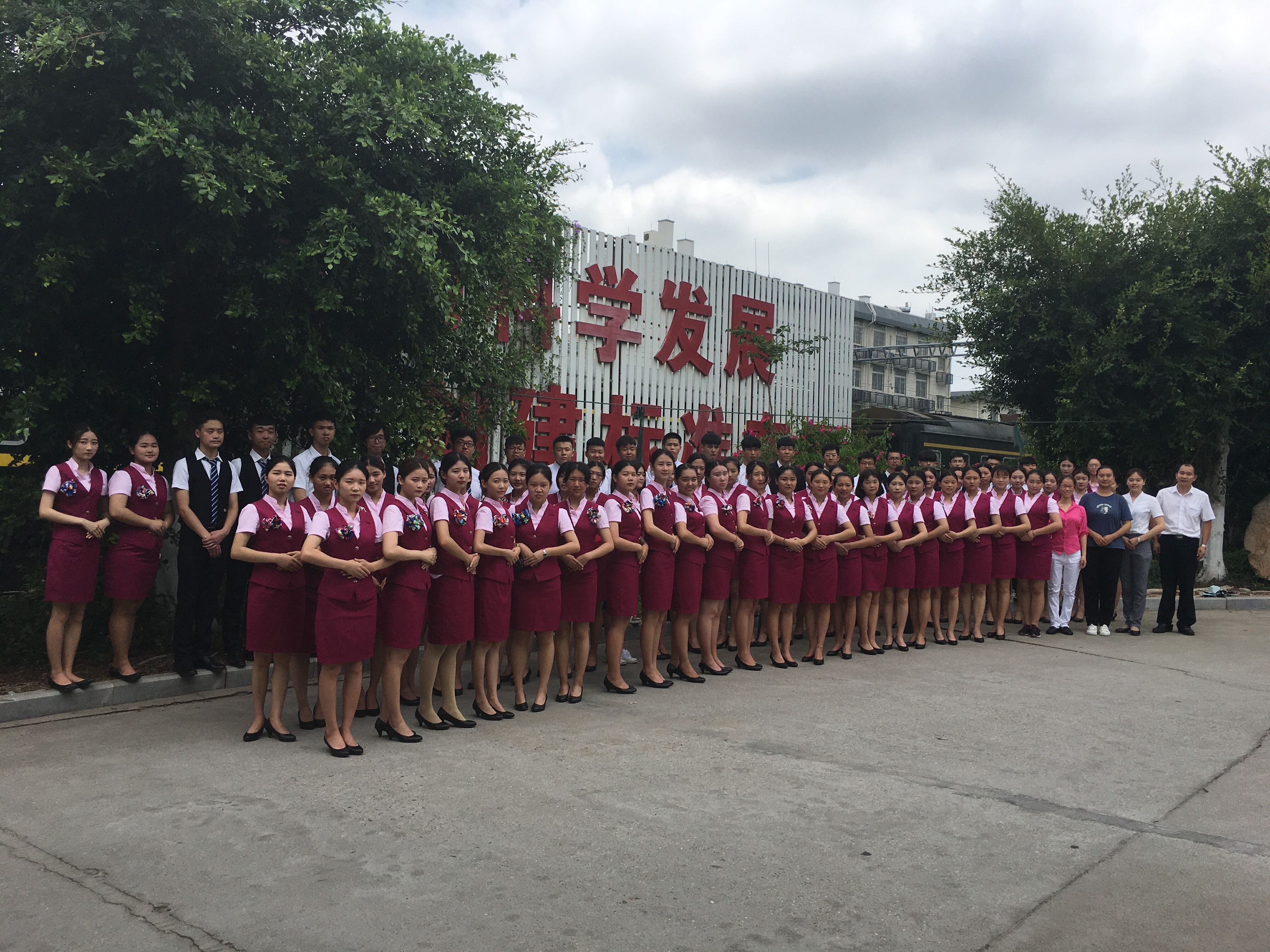 秦辉、李婷婷车长与学员